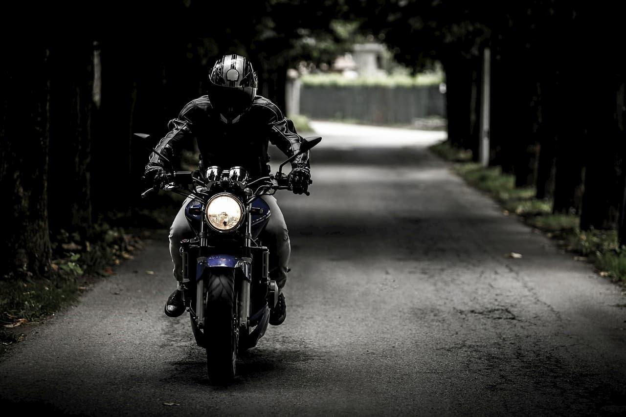 Jak spisać umowę kupna-sprzedaży motocykla